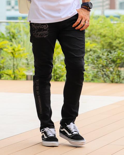ブラック:177cm/72kg(Mサイズ着用)